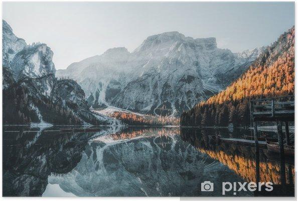 Poster Barche sul lago di Braies (wildsee di Braies) in montagne delle dolomia, sudtirol, Italia - Panorami