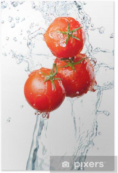 Poster Drei Frische rote Tomaten in Spritzer Wasser auf weißem ba - Themen