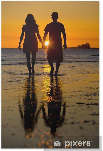 Silhouette von romantischen Paar genießen ein : Stockfoto (Jetzt  bearbeiten) 1016938276