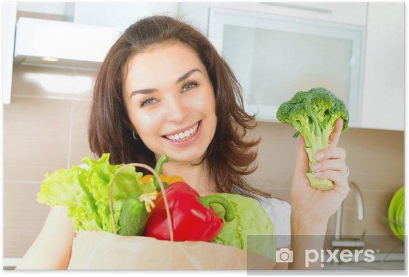 Poster Glückliche Junge Frau mit Gemüse in der Einkaufstasche. Diät-Konzept - Gerichte
