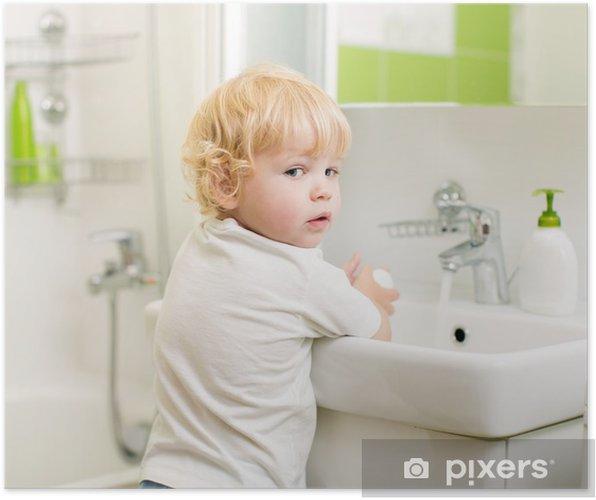 Poster Kind Waschen Der Hande Mit Seife Im Badezimmer Pixers