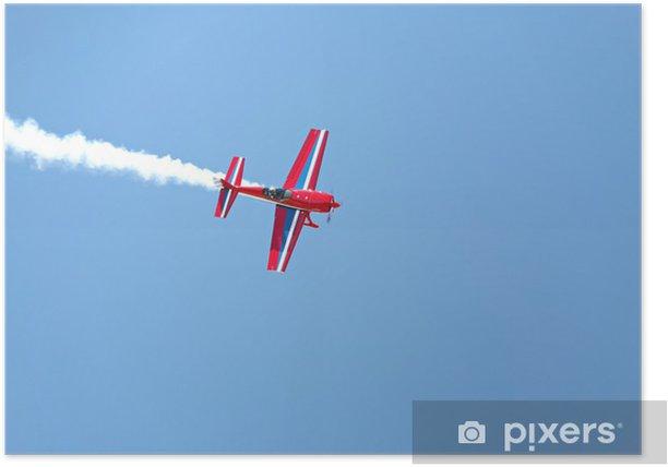 Poster Luftakrobatik - roten Propellerflugzeug mit Rauch blauen Himmel - Themen