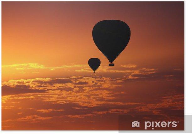Poster Luftballons fliegen in den frühen Morgen roten Himmel - Urlaub