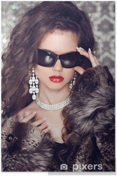 sito affidabile 04832 06b92 Poster Lusso e Moda Ritratto di modello alla moda donna con occhiali da sole