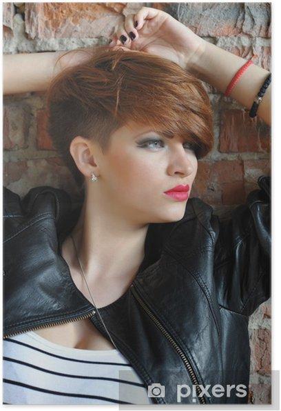 Poster Modeporträt einer Schönheit, die nahe Backsteinmauer aufwirft - Gefühle, Emotionen und Geisteshaltung