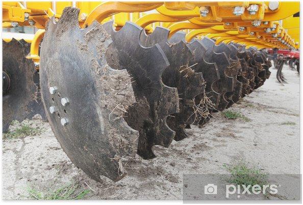 Poster Nahaufnahme der Kultivator Messer Pflügen Traktor mit Schmutz - Landwirtschaft