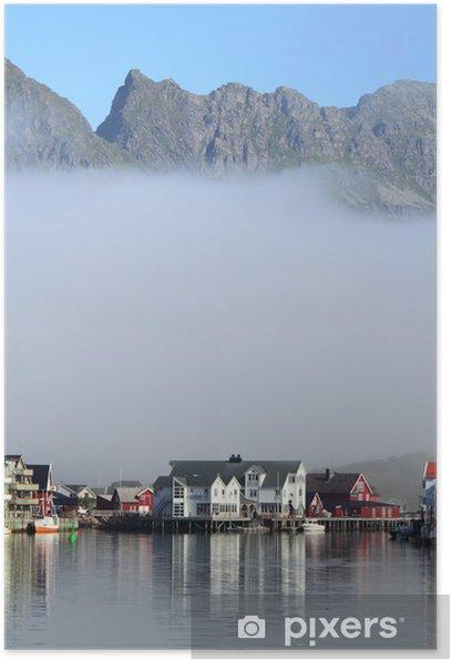 Poster Niedrige Wolken auf Henningsvær - Nordpol und Südpol