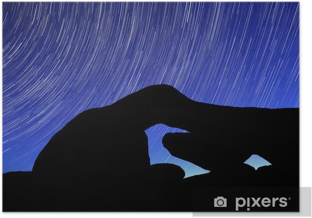 Poster Night Star Trail Streifen über die Felsen von Joshua Tree Park - Wüsten