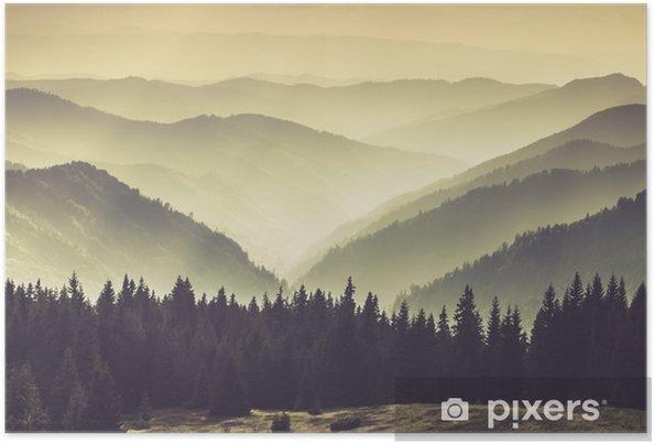 Poster Paesaggio di colline montagna nebbioso. - Panorami