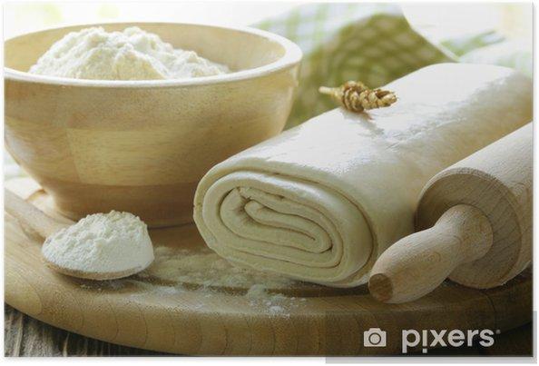 Poster Pasta Sfoglia Fatta In Casa E Farina Su Una Tavola Di Legno