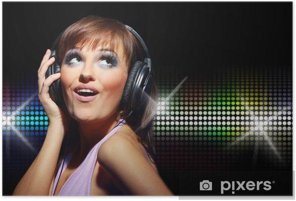 Poster Ritratto di ragazza felice ascolta una musica in cuffia - Donne c77d02fc381f