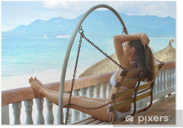 Poster Schöne Frau im Bikini auf der Terrasse der Träume - Urlaub