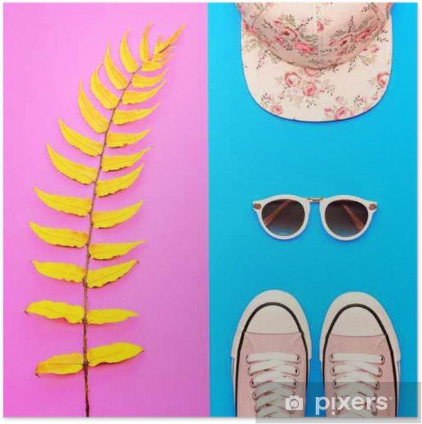 buy popular af0a6 ed42a Poster Set di accessori per ragazza di Hipster. Abbigliamento di moda.  Giallo foglia di felce, scarpe trendy, occhiali da sole di moda. Hot Vibe  ...