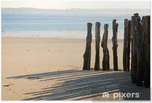 Poster Traditionelle Holzpflöcke in Saint-Malo (Bretagne, Frankreich) - Wasser