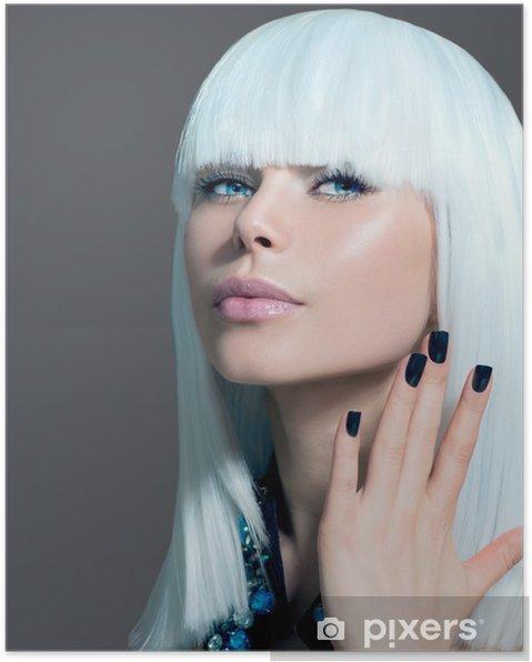 Poster Vogue stile Ritratto di modello. Ragazza con i capelli bianchi e  neri Nails - 9a7ce882d6dd