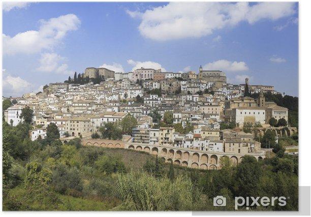 Poster Abruzzes, Italie: Cité médiévale de Loreto Aprutino au sommet d'une colline - Europe