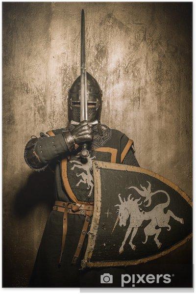 Poster autocollant Chevalier médiéval tenue épée en face de son visage - Chevaliers