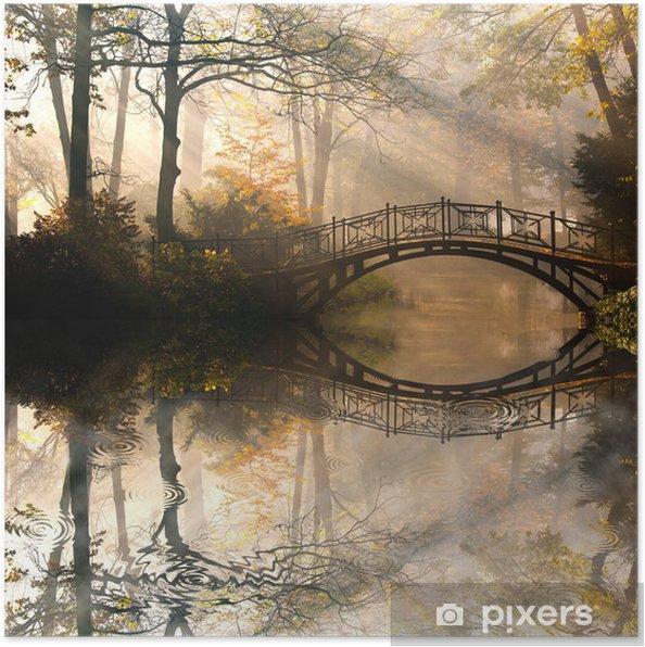 Poster Autumn - Oude brug in het najaar mistige park -
