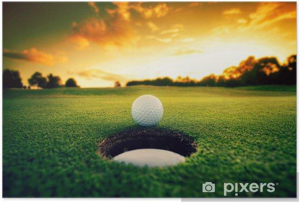 Poster Balle de golf près du trou - Sports individuels