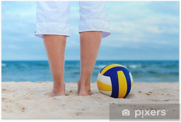Poster Balle est couché sur le sable près de la mer - Volley-Ball