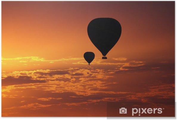 Poster Ballons volants en début de matinée le ciel rouge - Vacances