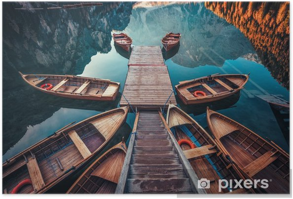 Poster Båtar på braies lake (pragser wildsee) i dolomites berg, sudtirol, italy - Landskap