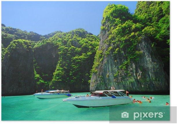 Poster Bateaux et la mer claire à l'île de Phi Phi Leh, la mer d'Andaman Thail - Asie