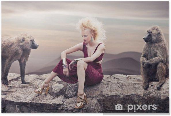 Poster Beauté blonde posant avec des singes - Femmes