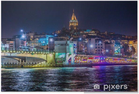Poster Bekijk van Istanbul en de Galata toren en de brug bij nacht - Thema's