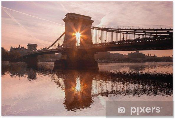 Poster Chain Bridge contre le lever du soleil à Budapest, Hongrie - Europe