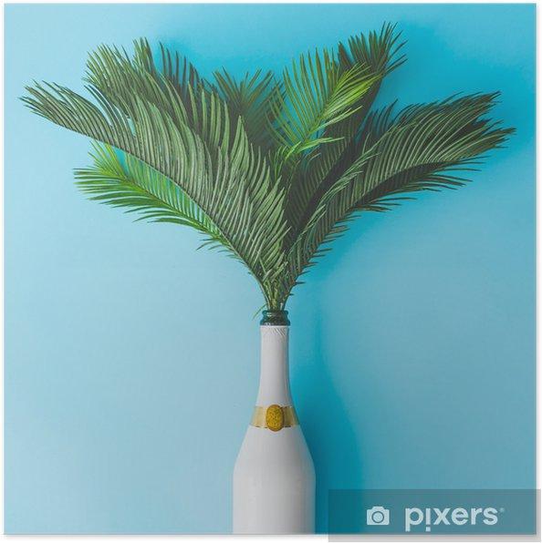 Poster Champagnefles met tropische groene palmbladen op pastel blauwe achtergrond. zomervakantie concept met creatieve kopie ruimte. zomer tropisch feestfeest plat leggen. - Levensstijl