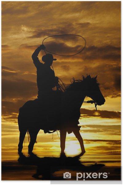 Poster Cowboy swingende touw op paard in het water - Hemel