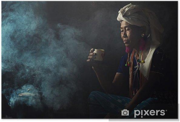 Poster De stammen vrouwen ruiken geuren aromatische koffie. Ze plantte zichzelf - Mensen