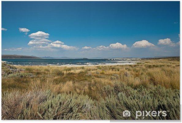 Poster Des nuages blancs sur le lac Mono, en Californie - Amérique