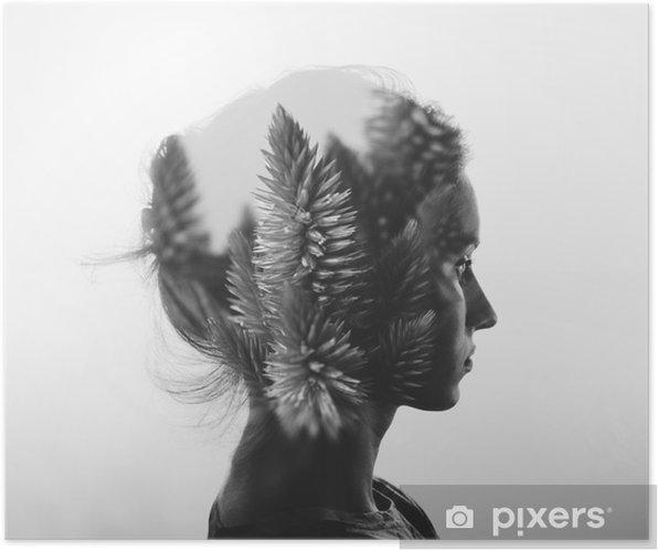 Poster Double exposition Creative avec le portrait de la jeune fille et des fleurs, monochrome - Personnes