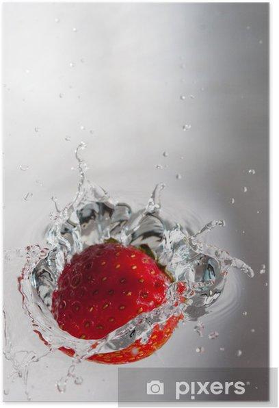Erdbeere im Wasser Poster - Fruit