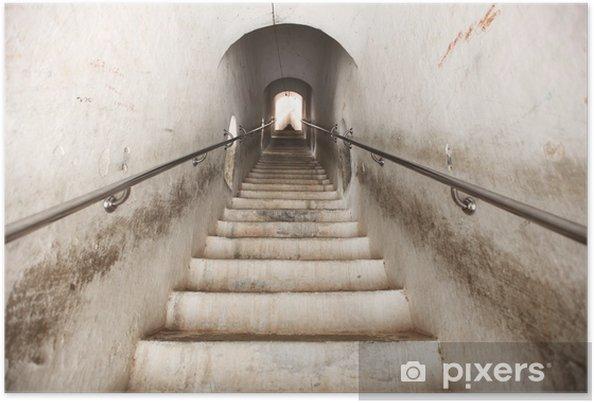 Poster Escaliers en pierre blanche dans le tunnel escalade vers le haut - Thèmes