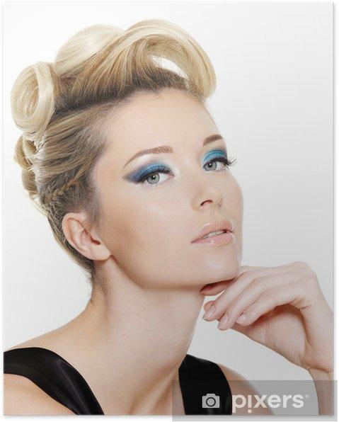 Poster Femme Glamour Avec Des Yeux Bleu Maquillage Et Coiffure