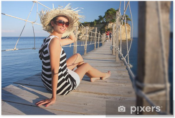 Poster Femme sexy sur le pont de bois, Zakynthos, en Grèce - Vacances