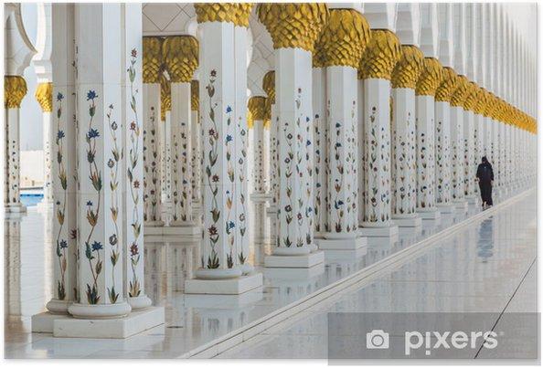Poster hal met gouden versierde pilaren bij de ingang van de wor