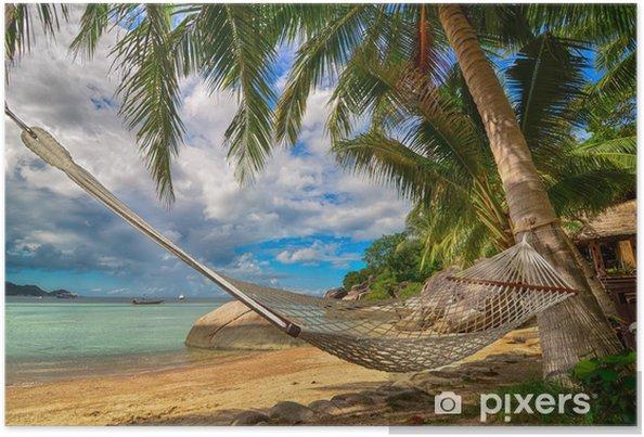 Poster Hangmat tussen de palmbomen op het strand op een tropisch eiland - Palmbomen