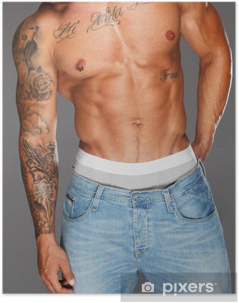 Poster Homme avec torse musclé, tatoué en blue-jeans - Beauté et soins du corps