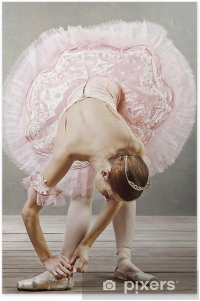 Poster Jonge danser in een prachtige tutu vaststelling van haar slippers - Thema's