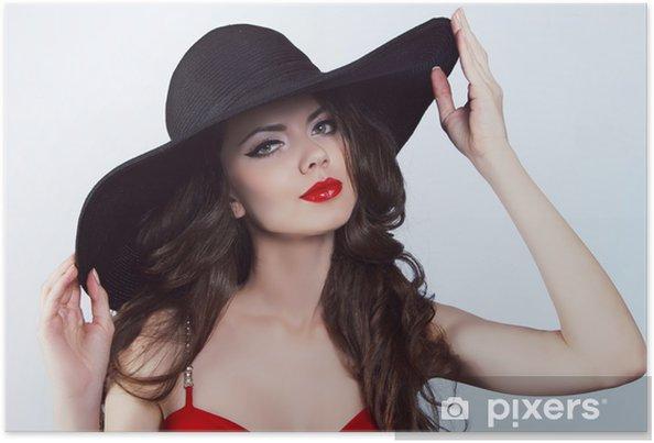 Poster Kvinna i hatt med röda läppar • Pixers® - Vi lever för förändring b4cffb4d27a33