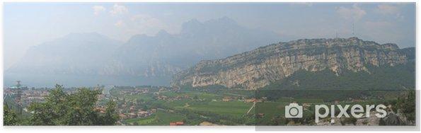Poster Lac de Garde avec de hautes montagnes sur la côte, italia, panorama - Europe