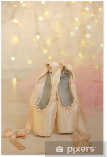 Poster Les pointes de ballet sur le plancher sur fond de bokeh - Autres objets