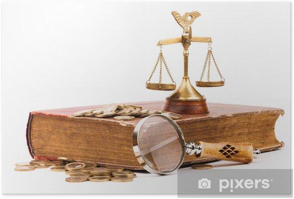 Poster Livre de la loi, l'argent, le verre et la balance de la justice loupe - Santé et médecine