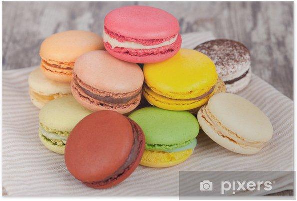 Poster Macarons sur une table en bois - Desserts et friandises