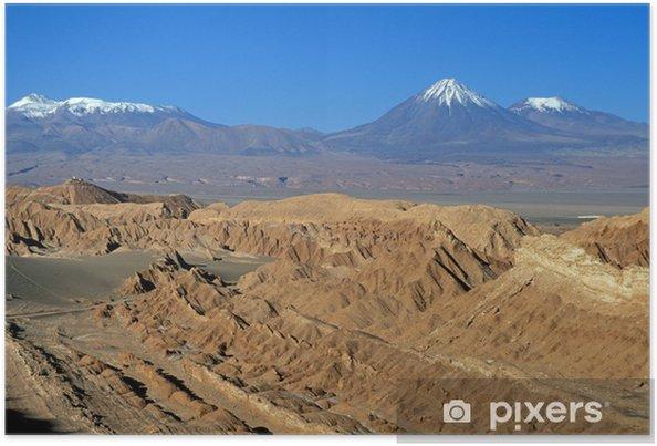 Póster Montañas cubiertas de nieve en el desierto de Atacama - Montañas