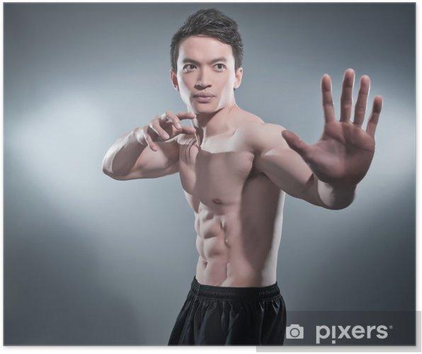 Póster Musculoso hombre asiático Kung Fu en actitud de la acción. rayas de sangre en su c - Arte marcial